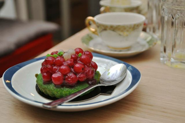 Helmut Newcake Berry Cake