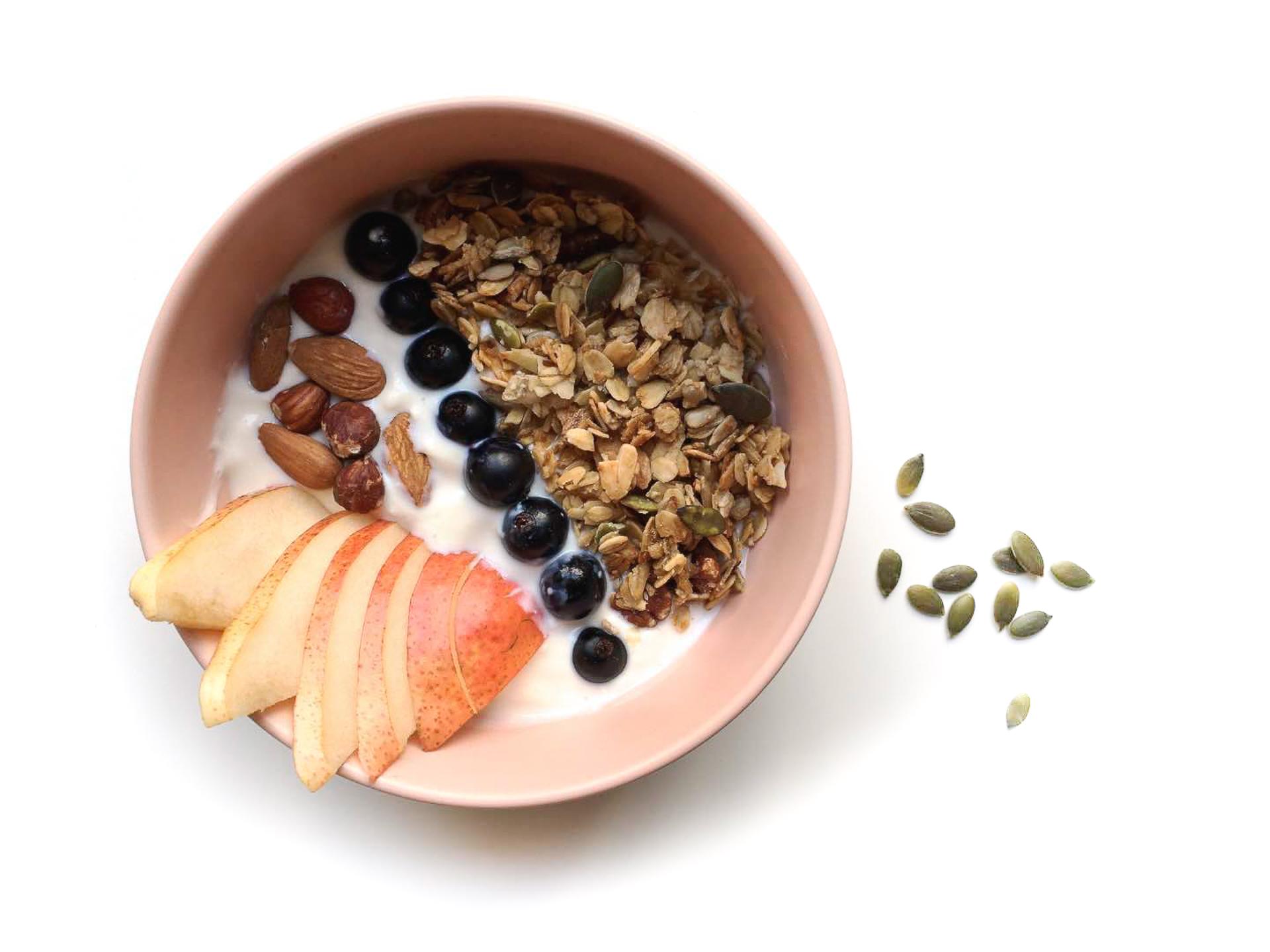 yaourt granola poires amandes myrtilles