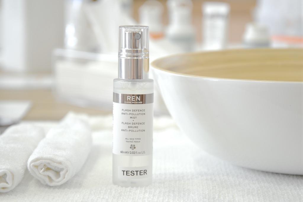 Routine soin peau mixte à imperfections avec les produits REN