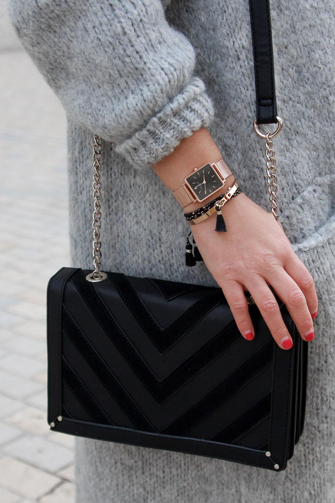 bijoux et accessoire noir et or